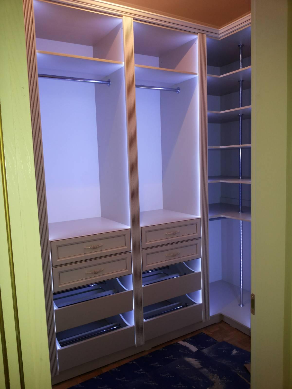 Гардеробные комнаты: 2103412 - прочая мебель и предметы инте.